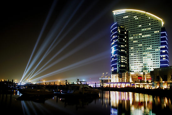 789713-2-dubai-intercontinental-hotel-at-night[1]